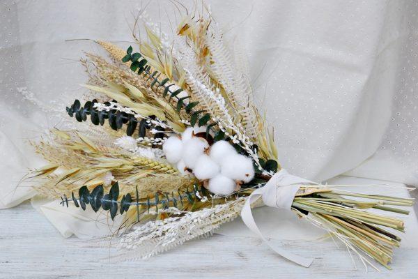 neutral dried flower bouquet